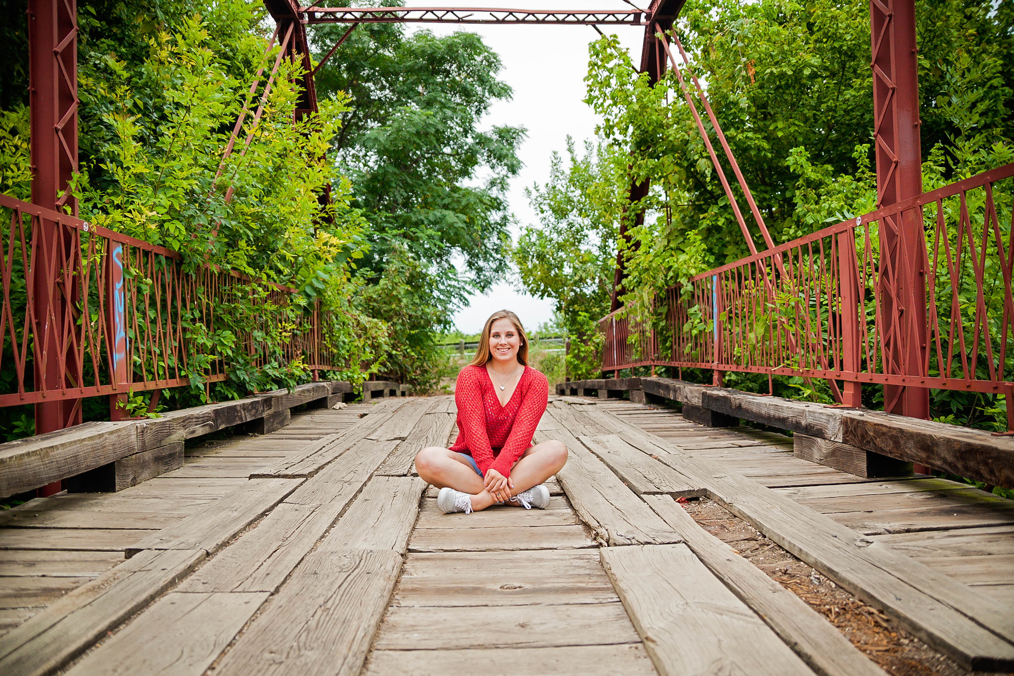 Senior portraits photographed at the Dallas Arboretum by photographer Amber Knauss of Golightly Images